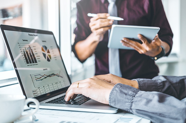 6 factors businesses must consider before buying accounting software.